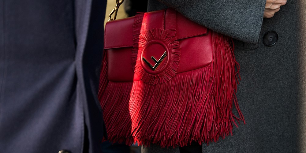 torebka czerwona frędzle