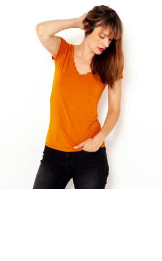 3265bf68c00a29 Czarny termoaktywny t-shirt sportowy z siateczką przy dekolcie z fluoróżową  wstawką ♢ Performance RUN - {Shoperia} For Fitness