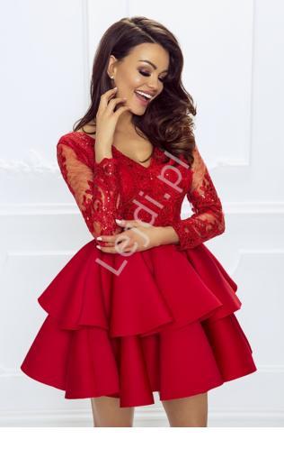 eed08352f3 Krótka czerwona rozkloszowana sukienka z falbaną